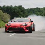 Brutális driftelés, egy 1000 lóerős Toyotával